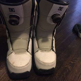 White dc snowboarding boots