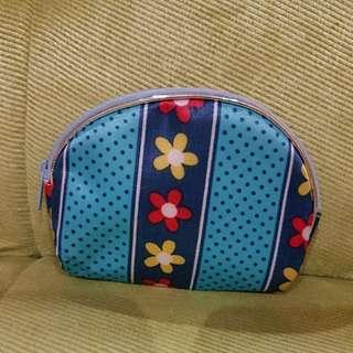 Dompet biru kecil