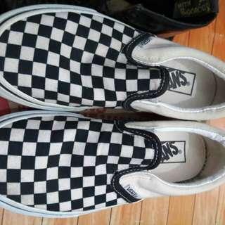 Slip-on checkerboard