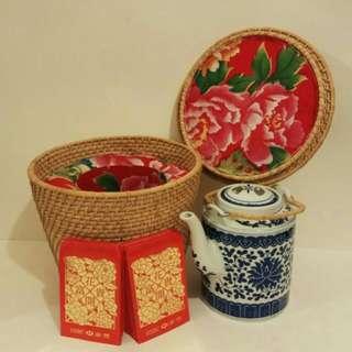 那些年,珍藏藤壺籃1個+景德鎮瓷茶壺1個+罕有舊版滙豐燙金短裝利是封60個 (歲月實用裝置收藏品)