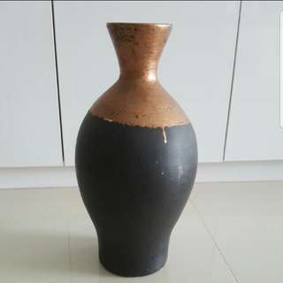Vase - decorative / flower vase