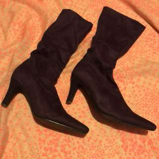 boots warna ungu tua bahan suede , very good condition, merk Joo Japan, beli sejutaan, baru pake sekali aja bersih bgt bawahnya