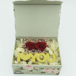 Real preserved roses in gift box