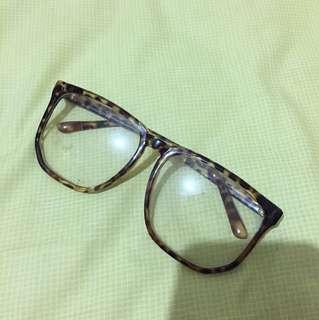 Kacamata gaya murah kondisi 100%