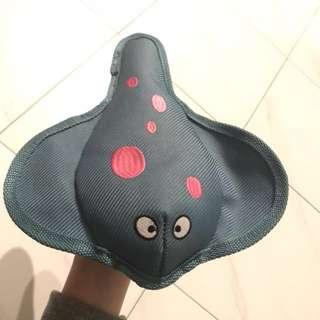 Kong Squeaky Stingray dog toy (floatable)