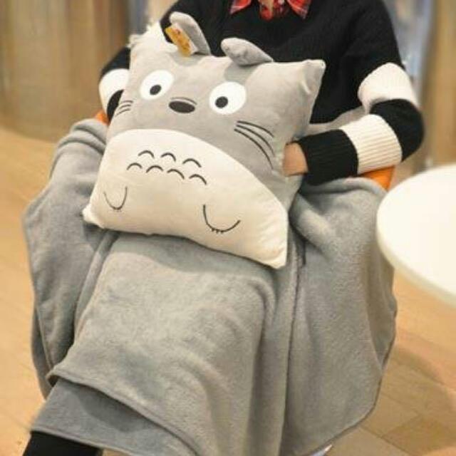 龍貓豆豆龍正方形插手枕抱枕毯子旅行毯空調被