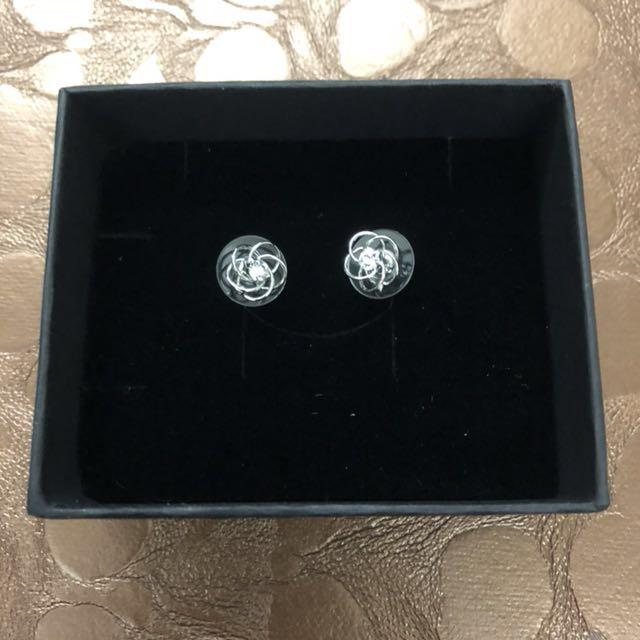 特價:穿耳式立體似山茶花造型耳環鑲閃亮水鑽一對