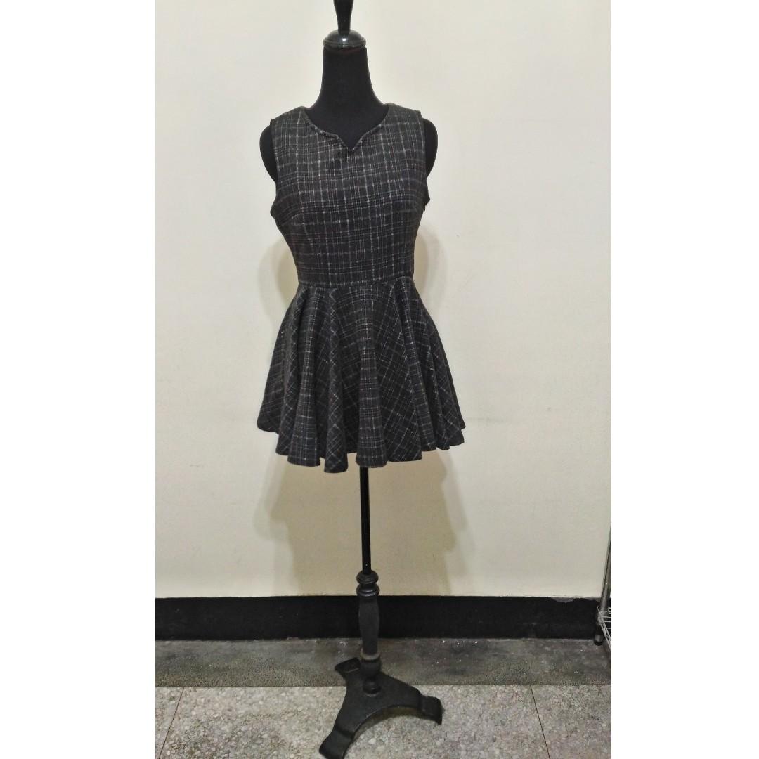 九成新(很新)~ 韓國製品牌 The best shop 俏麗 刷毛 黑灰 短洋裝