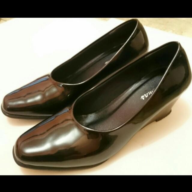 Black wedges shoes