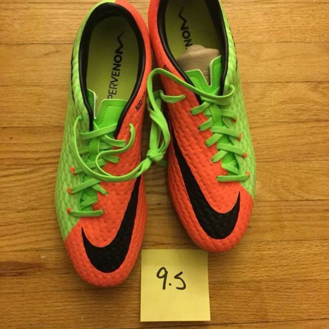 Brand new men's nike cleats size 9.5