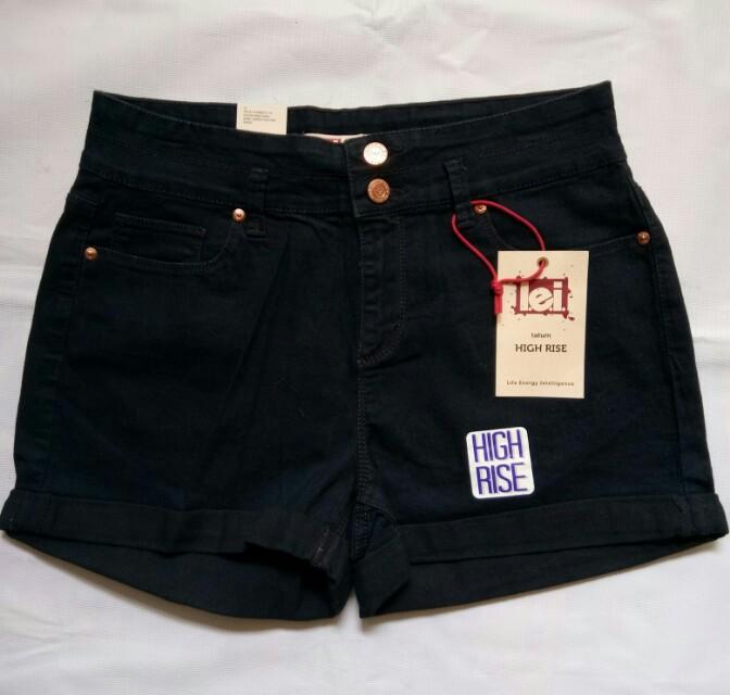 Celana hot pants Lei