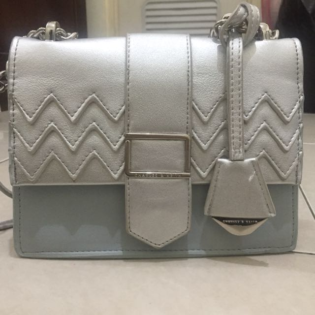 Charles and keith chevron crossbody (FREEONG PULAU JAWA)