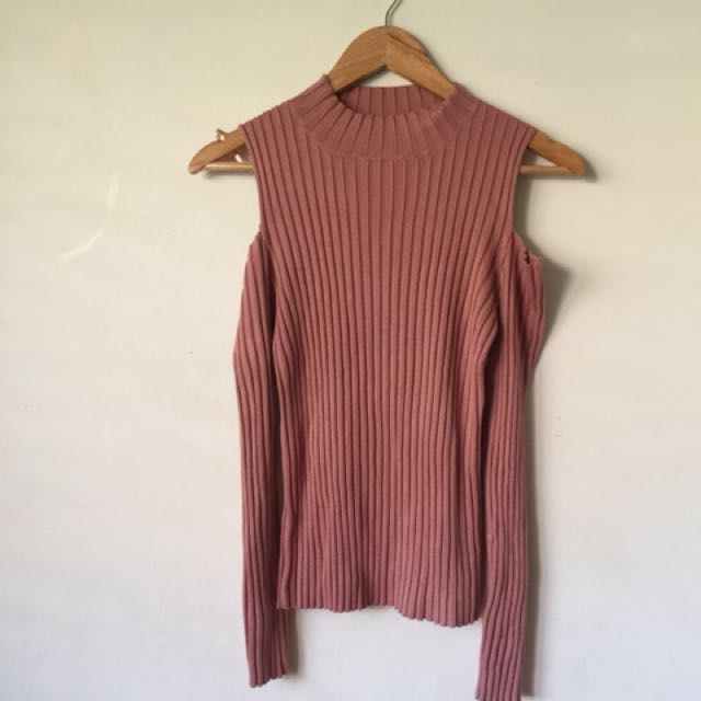 Dusty pink knit cold shoulder top