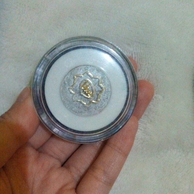 eye shadow cream