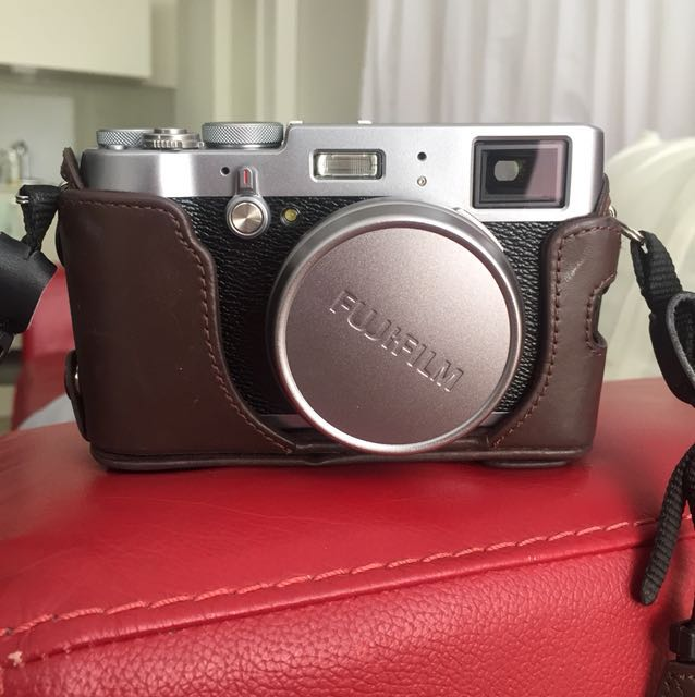 Fujifilm X100T with brown leather case