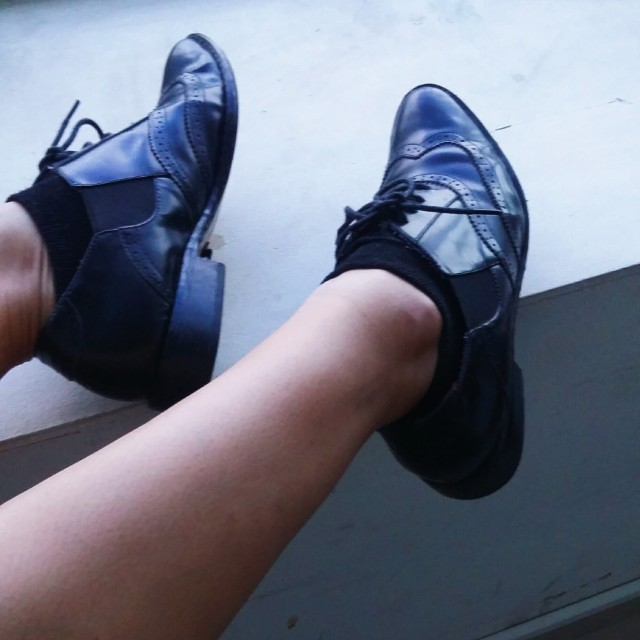 Oxford strap shoes
