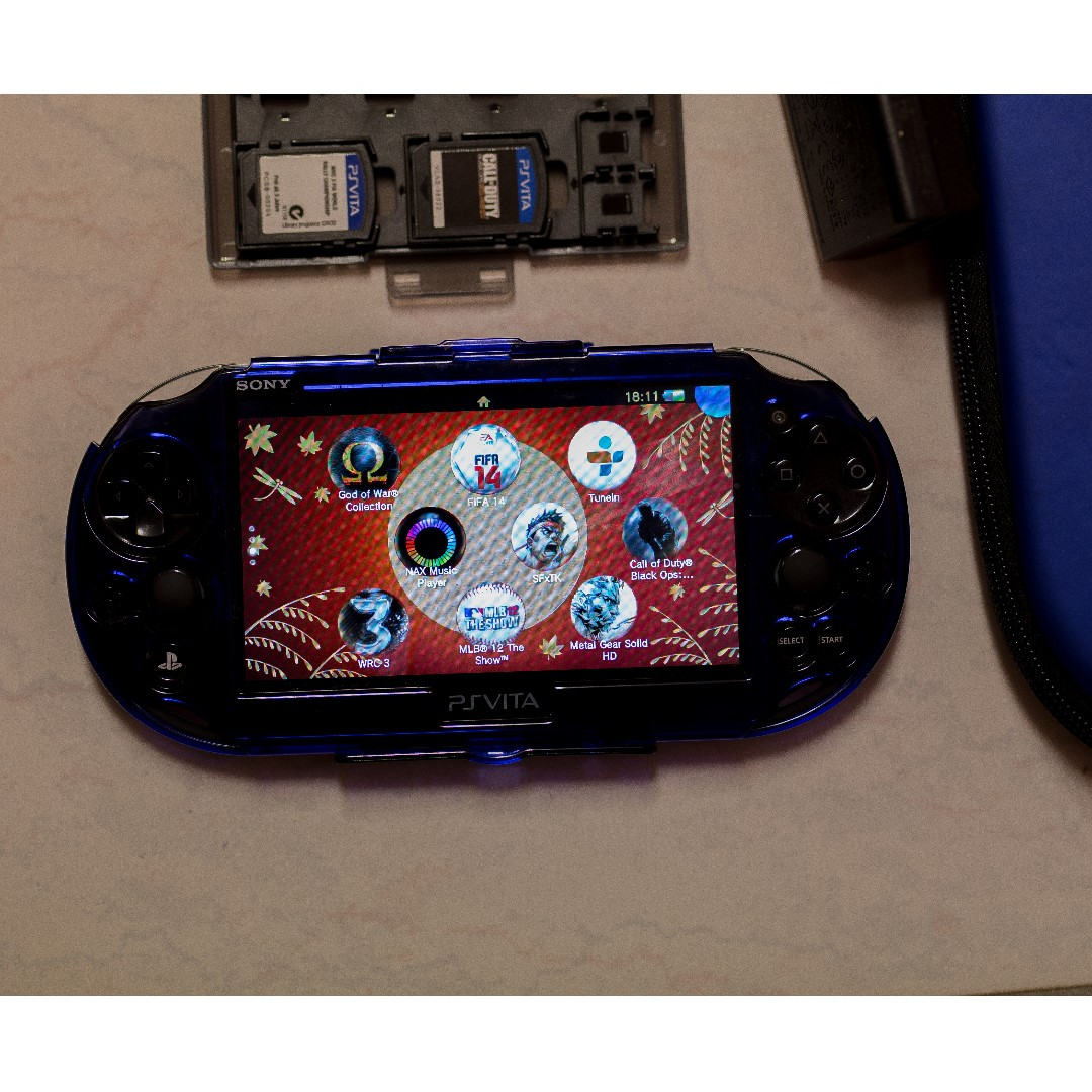 PS VITA WITH FREE 5 GAMES