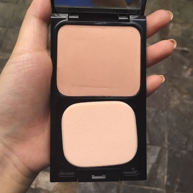 Revlon compact powder