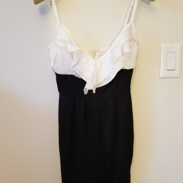 Romantic dress with frills. Side zip. Size xs. Pick up Beaches or Yorkville or St.Andrews TTC STATION. Message with preferred time and location. Yes its available. Ad will be removed once sold.