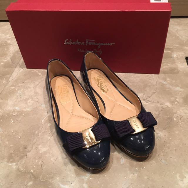 Salvatore Ferragamo 深藍漆皮平底鞋 ( 1cm)