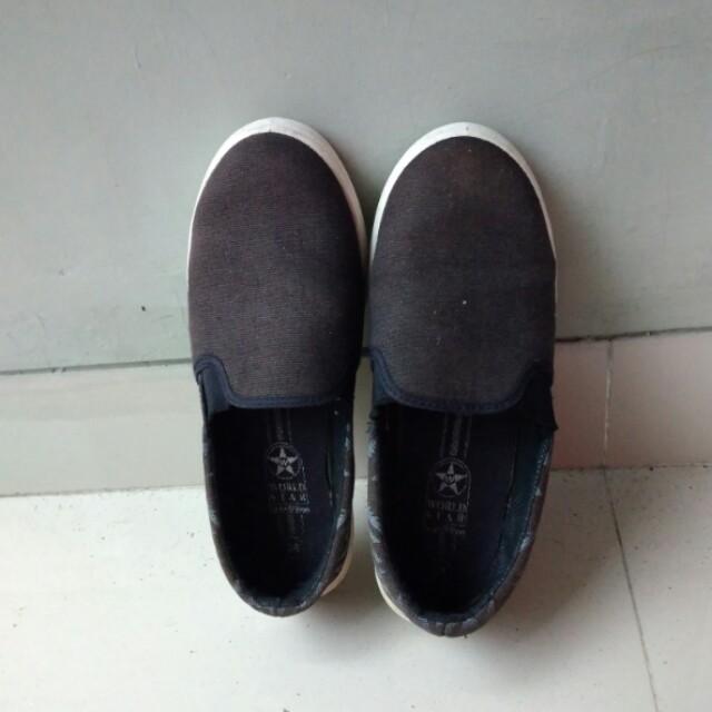 Slip on hitam size 38