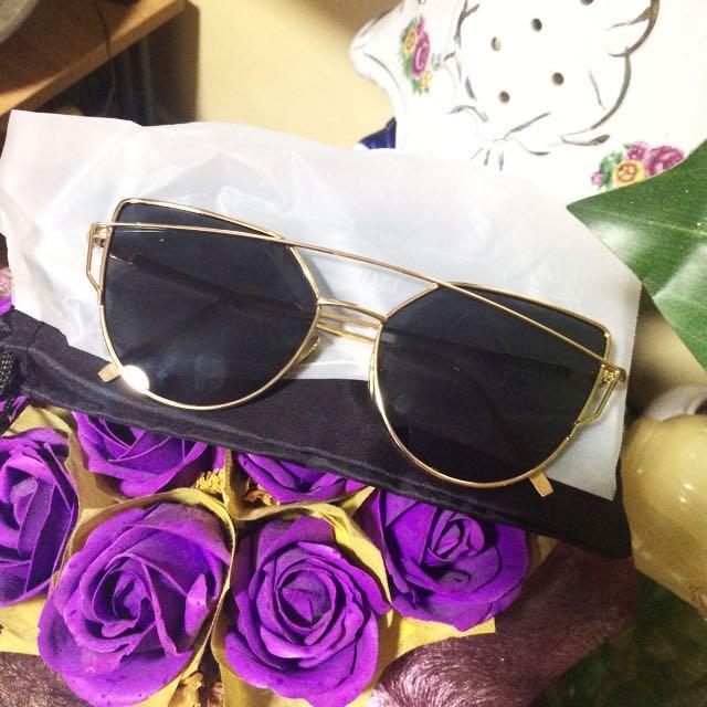 Sunglasses!! Free shipping ❤️