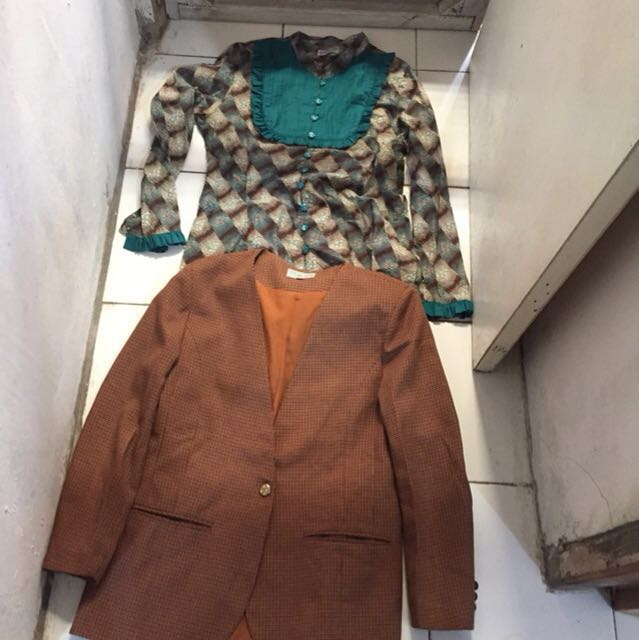Take all blouse size m dan blazer size L