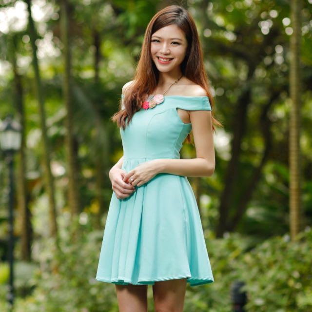 3436bd34e8b6 TheVelvetDolls s Arianna Off-Shoulder Dress in Tiffany Mint