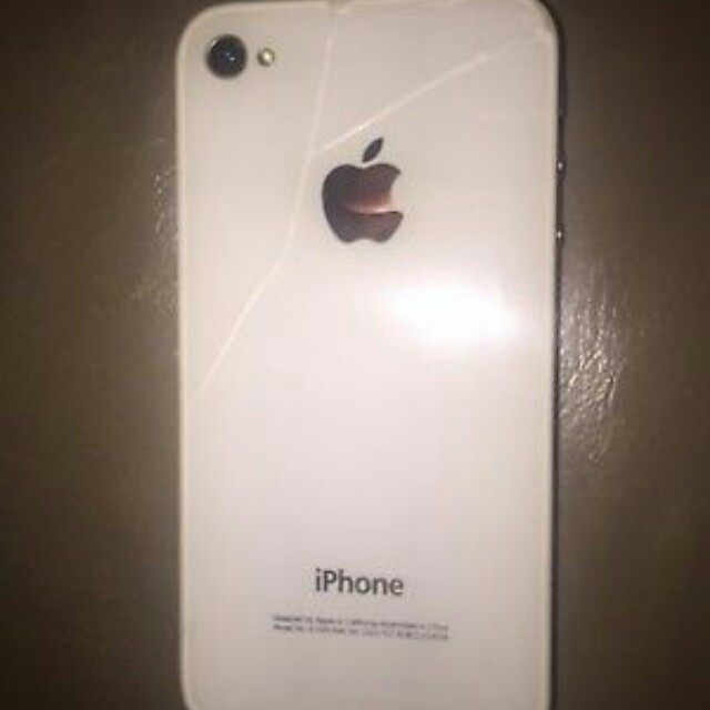 UNLOCKED iphone 4s (crack on the back)