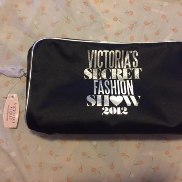 Victoria's Secret fashion show 2012 make up bag and brushes