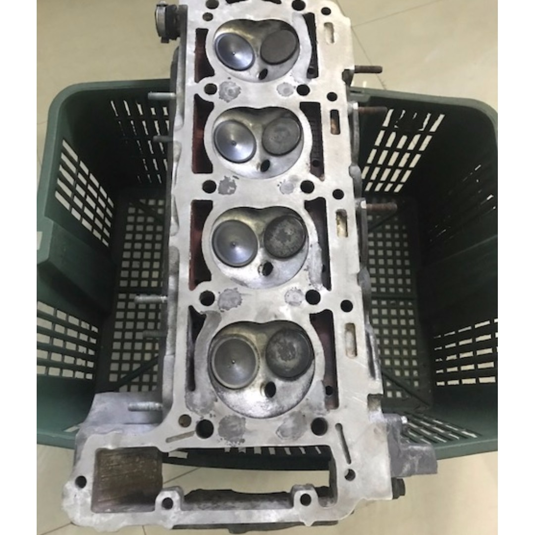 W124 200E 8V cylinder head, Car Accessories on Carousell