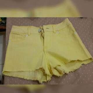 Celana pendek yellow