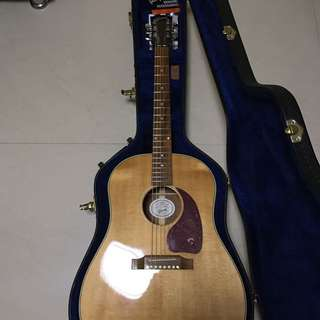 Gibson J-45 in Antique Natural