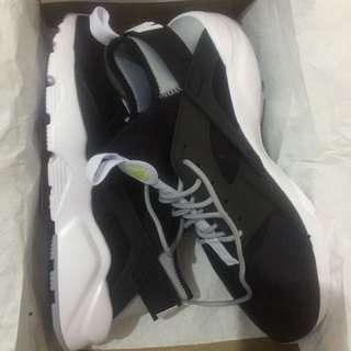 AUTHENTIC BNIB NIKE huarache run ultra