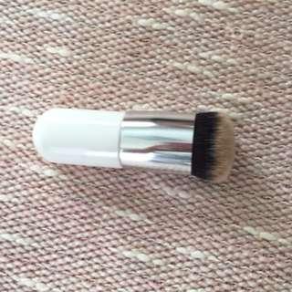 Mushroom flat top kabuki brush