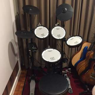 Roland TD1KPX (with Free throne and kick pedal)