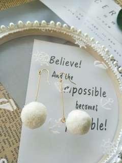 白色/韓式簡約直條毛球耳環