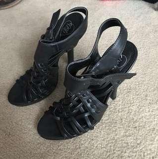 Black stroppy heels