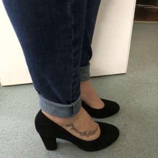Women's Airflex Black Suede Block Heels Size 6
