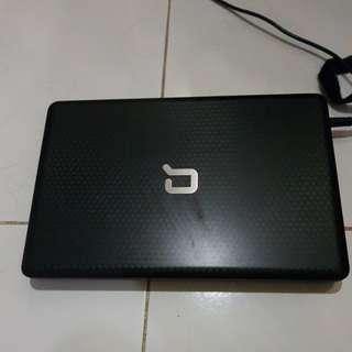 Laptop warna hitam 14 inch