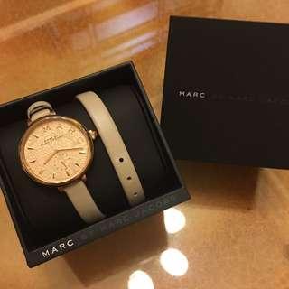 *專櫃斷貨款*MARC BY MARC JACOBS 玫瑰金雕花雙環手錶