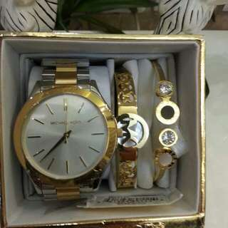 On hand item!! Mk watch set 100% pawnable