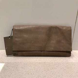 BNWT Country Road Clutch 👝Price Drop