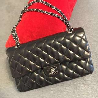 Chanel 2.55 lamb blk handbag