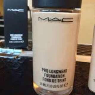 100% authentic mac prolong foundation in nc25. Without box.