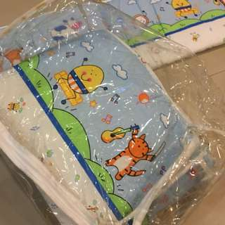 Baby cot bumper set. Like New