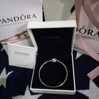 SUPER RUSH SALE!!!! Brandnew Authentic Pandora limited bangle heart