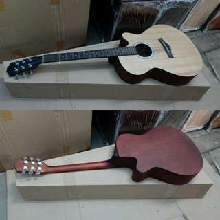 Gitar akustik pabrikan