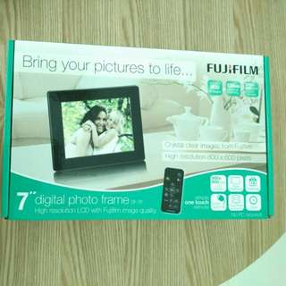 Fujifilm Digital Photo Frame (brand new)