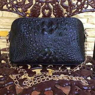 Falidi Chain Sling Bag